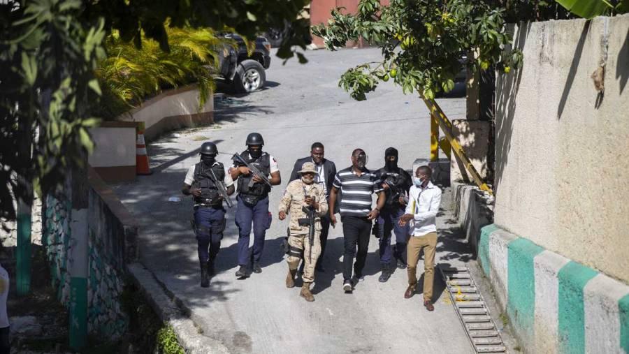 Buscan a 5 fugitivos implicados en asesinato de presidente de Haití