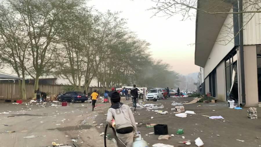 Llegaron a 72 los muertos por los saqueos y disturbios en Sudáfrica