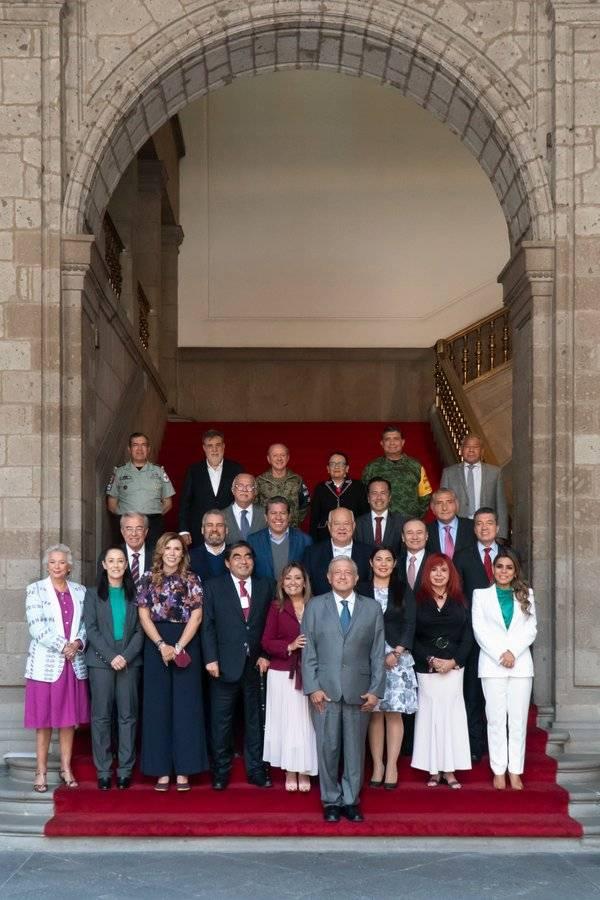 AMLO trata con gobernadores de Morena seguridad para municipios