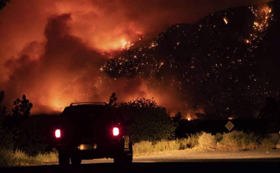 Incendios forestales en EEUU y Canadá no ceden