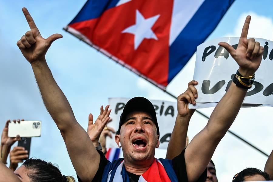 Tras protestas, algunos cubanos aprueban primeras medidas del gobierno