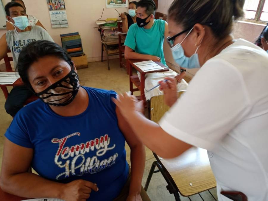 Chiapas inicia vacunación a mayores de 30 años y a jóvenes de 18 años en adelante