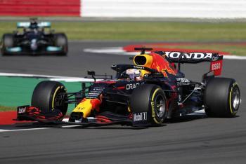 """Max Verstappen se lleva la Pole en GP de Gran Bretaña; """"Checo"""" Pérez saldrá último"""