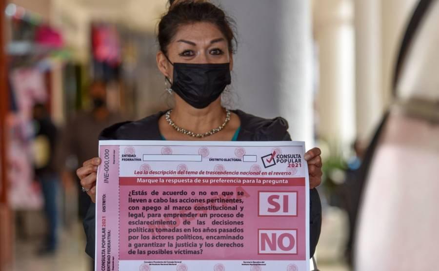 """The Economist"" señala que pregunta de consulta popular parece creada por Cantinflas"