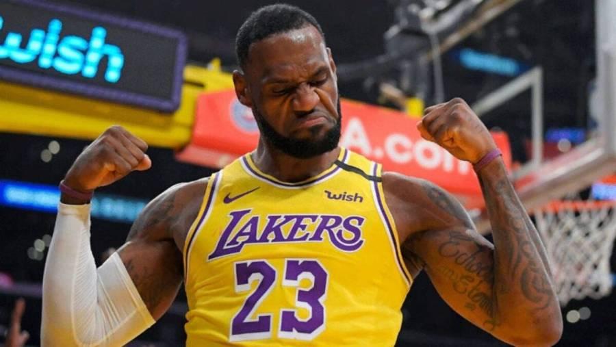 Una playera de LeBron James fue subastada en 500,000 dólares