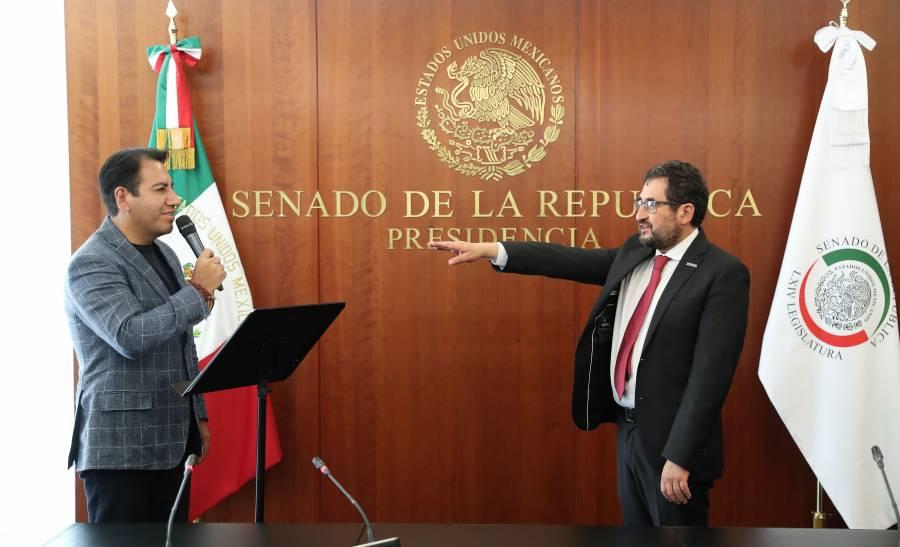Protesta como senador César Cravioto, suple a Martí Batres