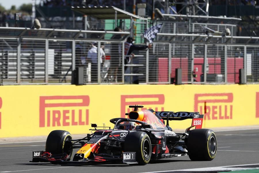 Max Verstappen abandona GP de Gran Bretaña tras choque con Lewis Hamilton
