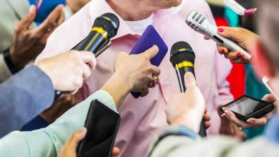 Prohíbe EEUU usar órdenes judiciales para que periodistas revelen fuentes de información