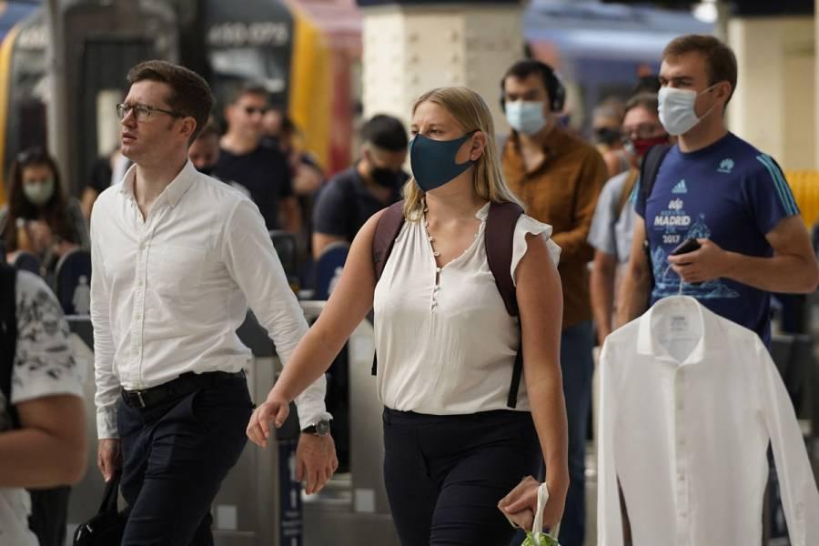 Inglaterra despide las restricciones contra Covid-19 y Tokio teme un brote en los Juegos Olímpicos