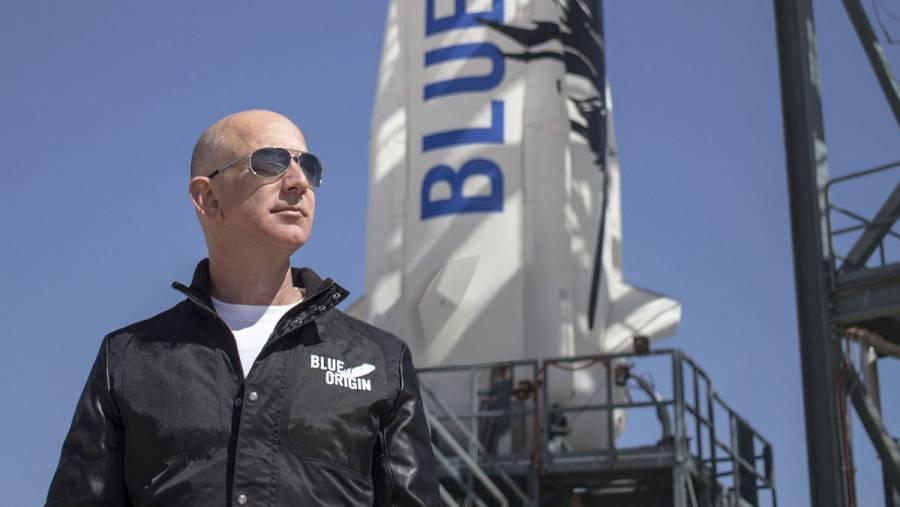 El hombre más rico del mundo, Jeff Bezos, listo para conducir su propia nave espacial