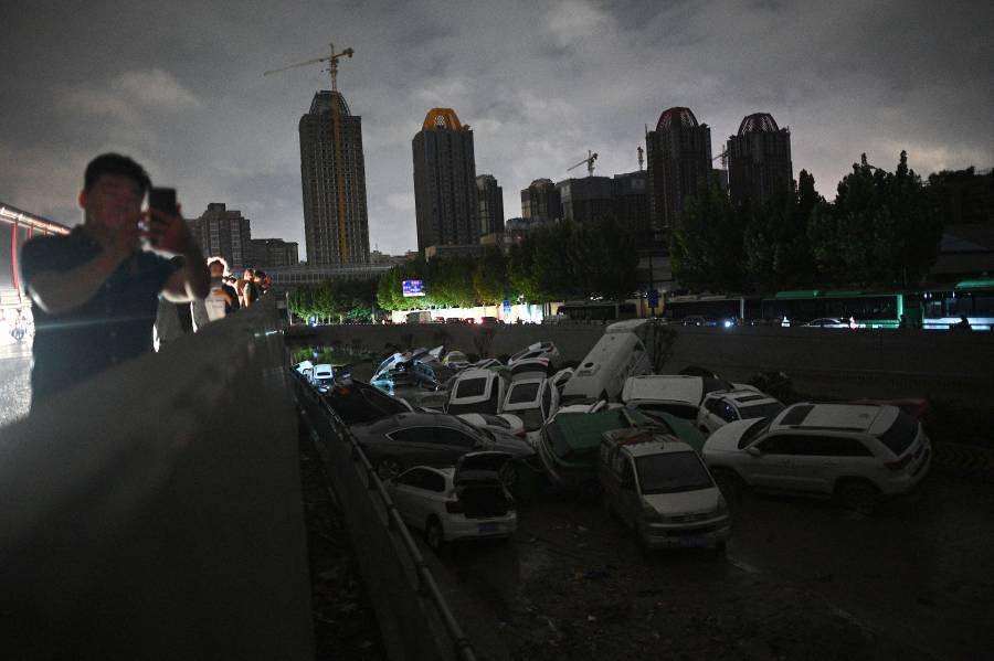 China derriba presa para desfogue de agua tras lluvias