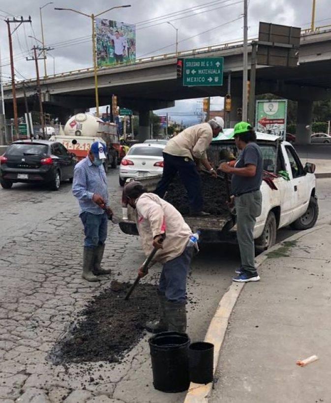 Ayuntamiento de Soledad, en San Luis Potosí, intensifica bacheo en calles y avenidas