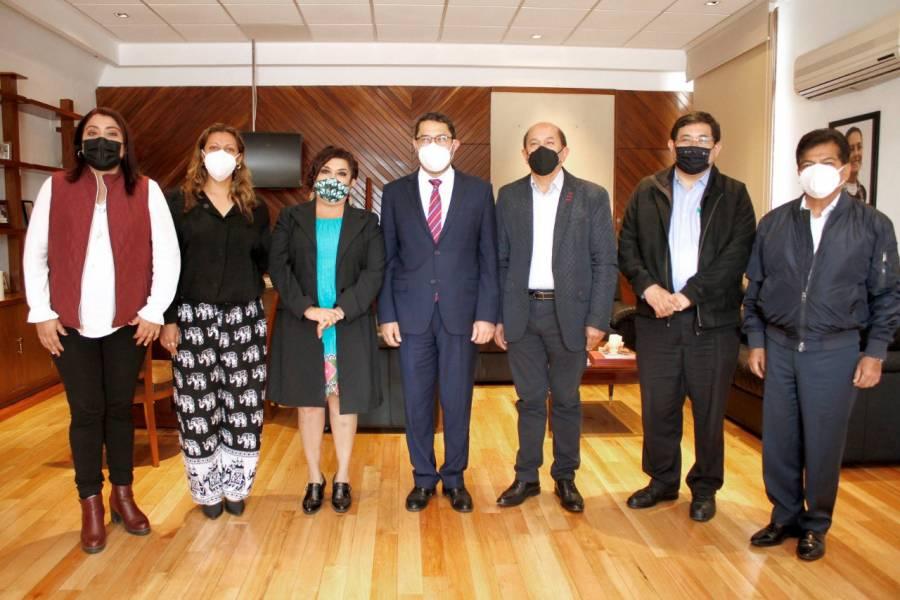Batres recibe a alcaldes electos de Morena