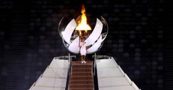 Naomi Osaka enciende el pebetero de Tokio 2020