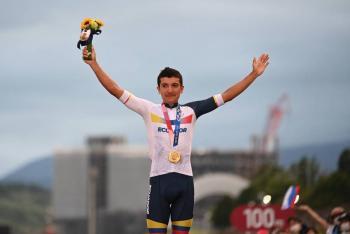 Ciclista Richard Carapaz, hace historia al conseguir segundo oro olímpico en la historia de Ecuador