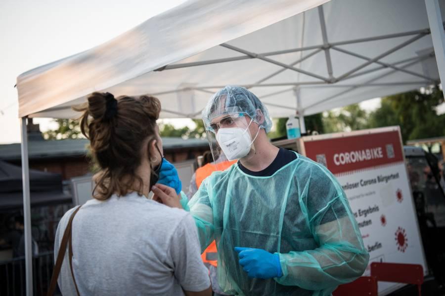 Personas no vacunadas contra el Covid-19, podrían enfrentar nuevas restricciones en Alemania
