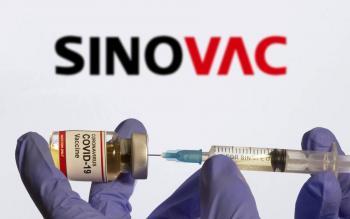 Alertan que anticuerpos de vacuna Sinovac se disipan en 6 meses; sugieren tercera dosis