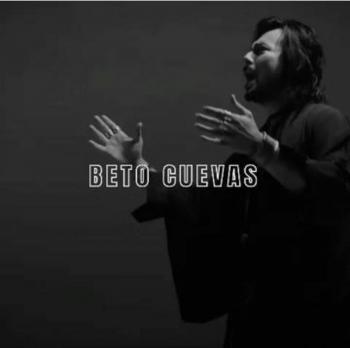"""Beto Cuevas da toque roquero al clásico de Raphael, """"Digan lo que digan"""""""