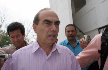 Otorgan amparo a Kamel Nacif contra orden de aprehensión por tortura a Lydia Cacho