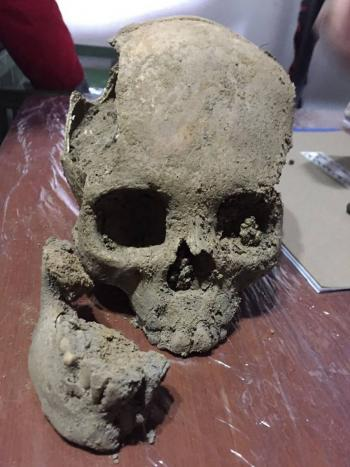 Hallan tumbas con restos prehispánicos durante obras en Bogotá