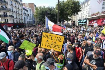 Más de 200 mil personas se manifiestan en Francia contra el pasaporte sanitario