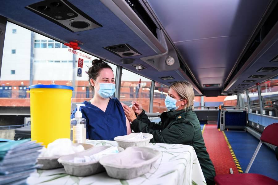 Prevén que Reino Unido aplique tercera dosis de vacunas antiCovid