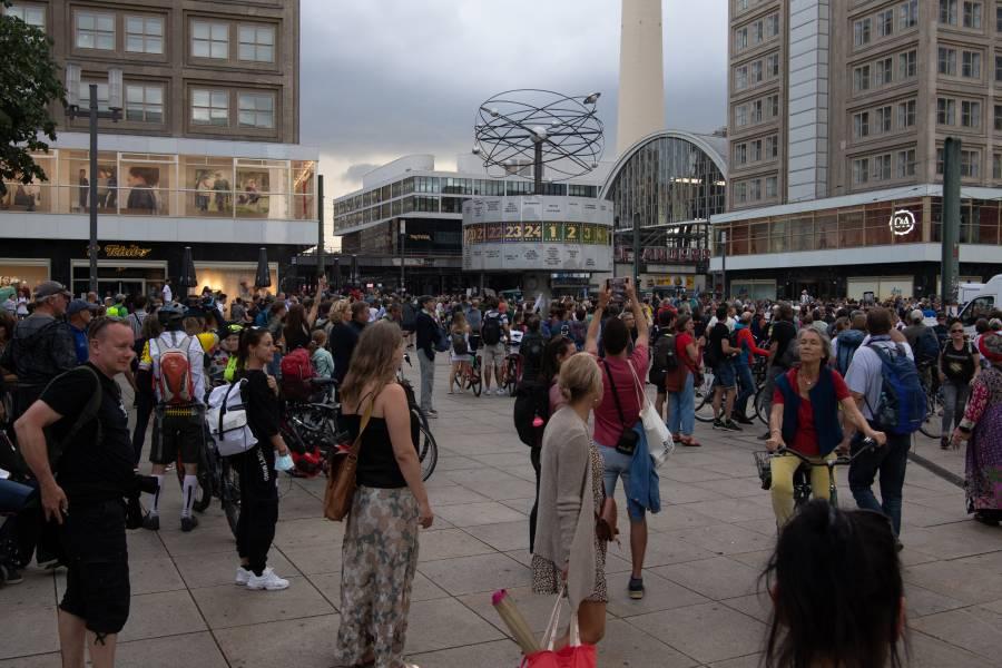 Alemania: Protesta antirrestricciones por Covid-19 choca con la policía