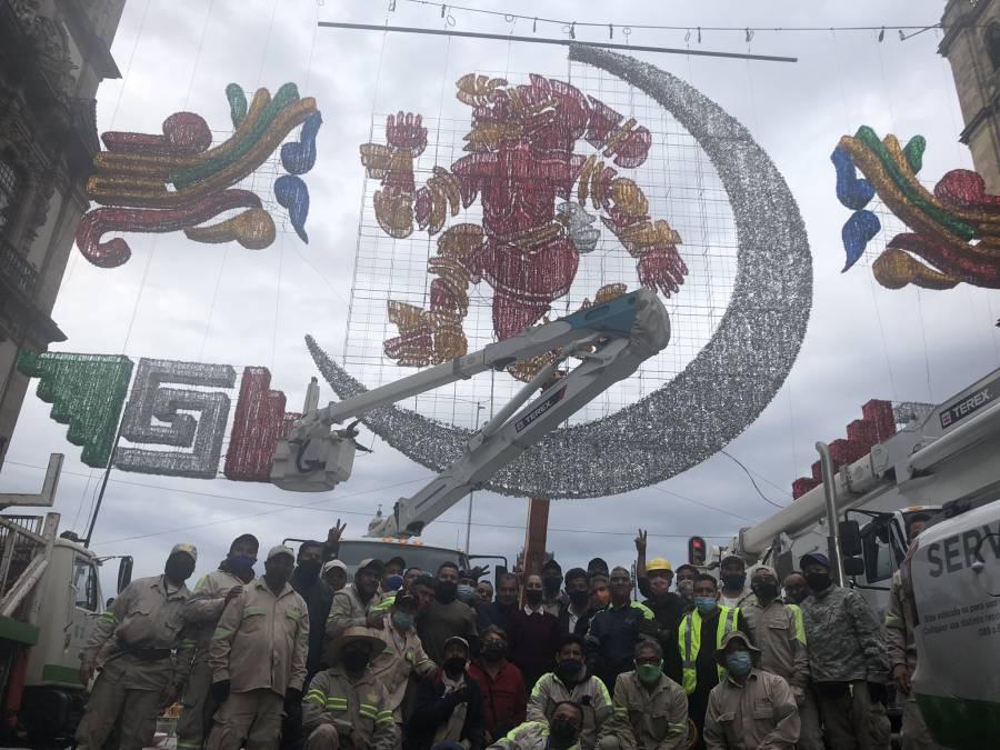 Alumbrado en el Zócalo conmemora 500 años de resistencia