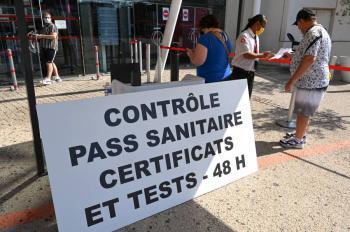 Francia lanza certificado sanitario para sus ciudadanos vacunados en el extranjero