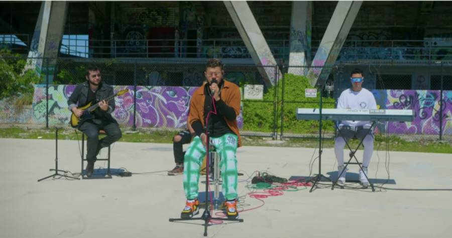 Boza sorprende en Sesión Acústica con sus grandes éxitos