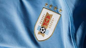 FIFA pide a Uruguay eliminar dos estrellas de su escudo de selección de futbol