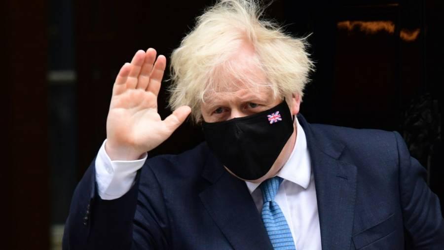 Boris Johnson provoca indignación al alabar cierre de minas de carbón