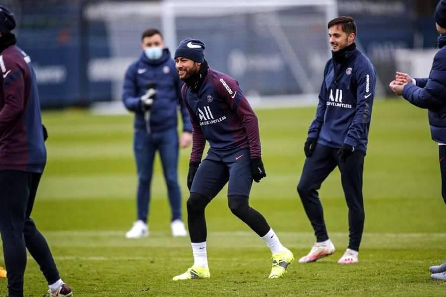 Neymar regresa al centro de entrenamiento del PSG