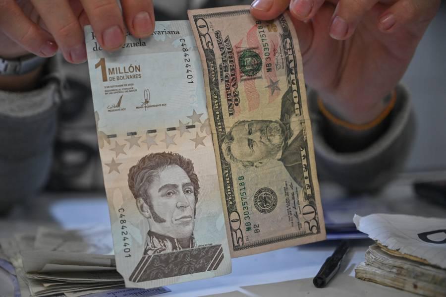 Venezolanos se deshacen de bolívares tras reconversión monetaria