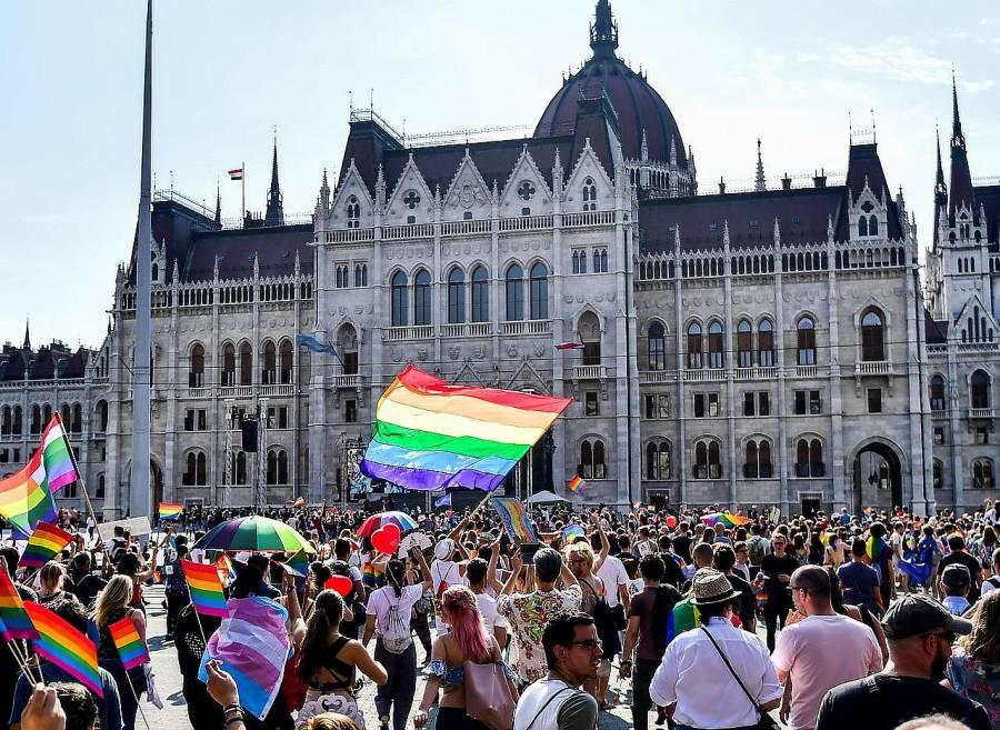 Se aplicará la ley húngara anti-LGBT+ cerca de iglesias