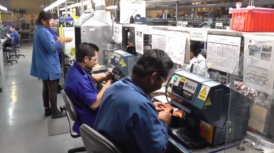 """Alerta IMSS baja de salario a empleados que migraron del """"outsourcing"""""""
