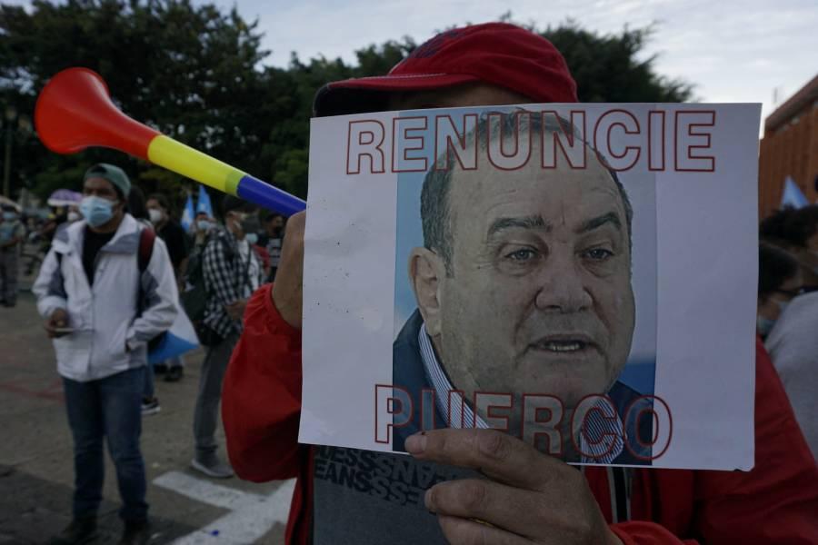 Exigen renuncia del presidente guatemanleco por presuntamente promover la corrupción