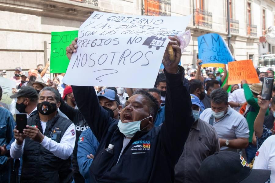 Gaseros se manifiestan en el Zócalo; rechazan tope a precio del combustible