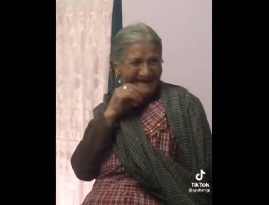 Así reaccionó una abuelita al pedir a Alexa rezar un rosario