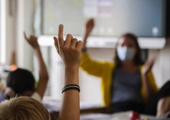 California hace obligatoria la vacunación contra Covid-19 para profesores