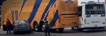 Autobús de Tigres involucrado en accidente de tránsito en Puebla