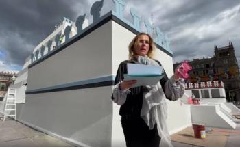 Beatriz Gutiérrez Muller visita maqueta en el Zócalo y pide recordar la caída de Tenochtitlan