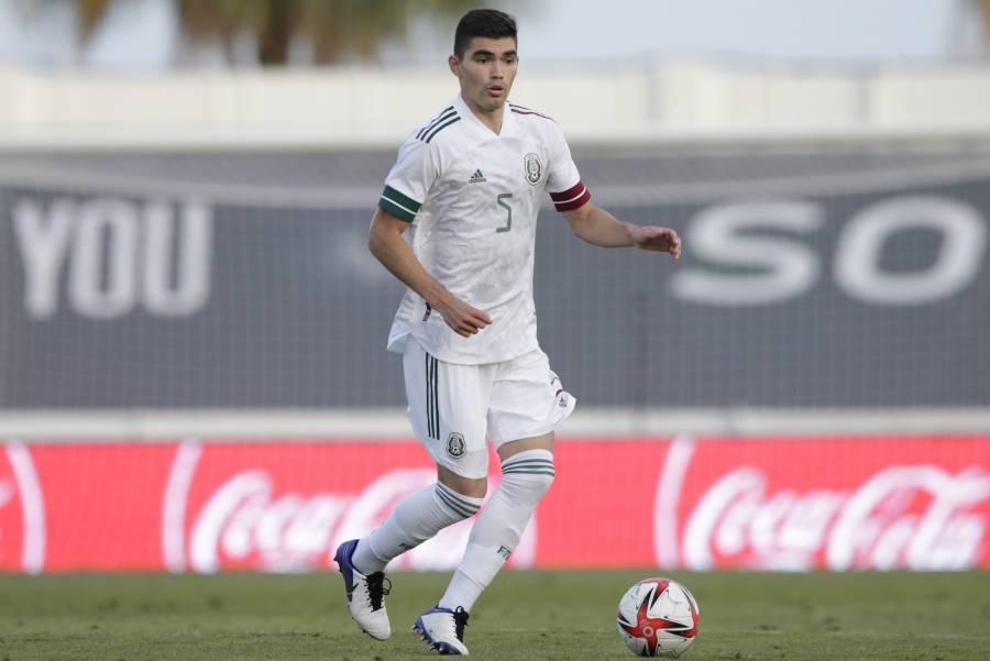 Previo a su fichaje con el Genoa, Johan Vásquez se despide de Pumas