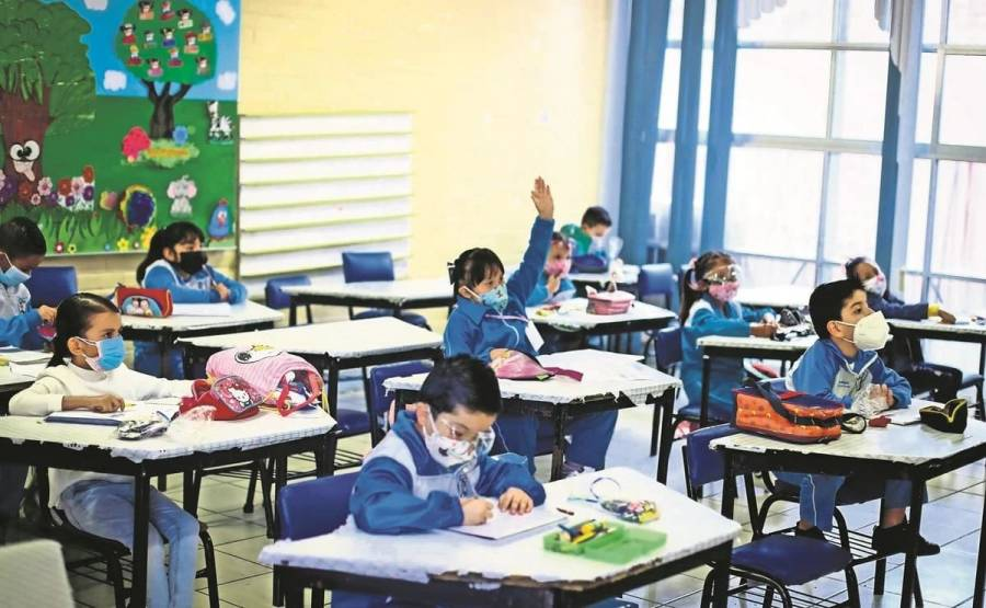 CNTE anuncia consulta entre padres de familia para regresar de forma presencial a clases