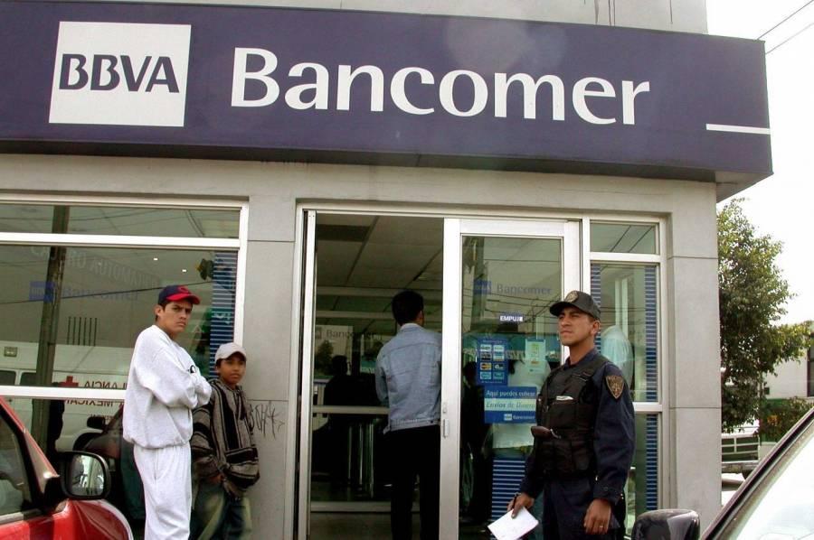 Detienen a dos jóvenes por asaltar banco en Iztapalapa