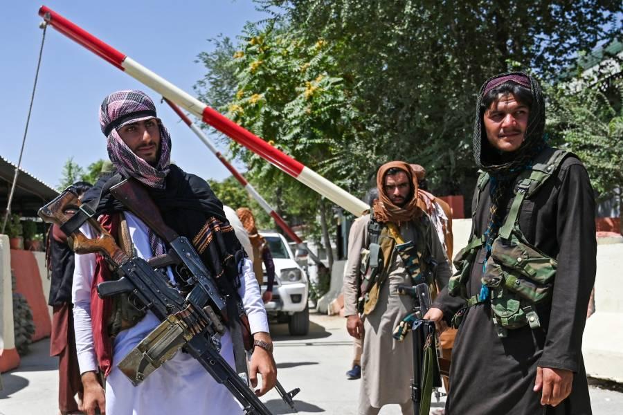 Facebook bloquea cuentas de WhatsApp de los talibanes