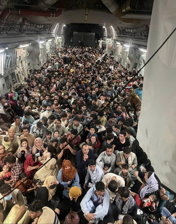 El Reino Unido está dispuesto a recibir a 20 mil refugiados afganos