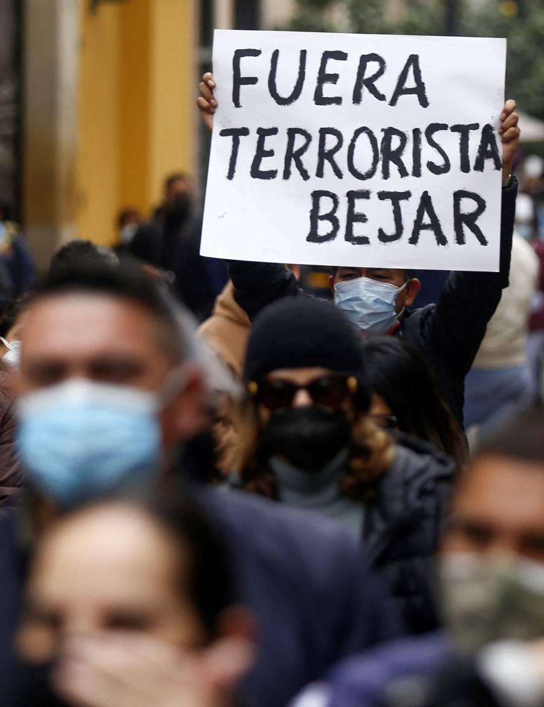 Héctor Béjar, canciller de Perú renuncia tras declaraciones sobre el terrorismo