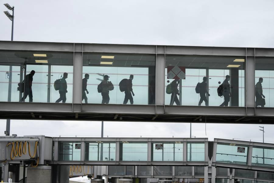 EEUU busca evacuar a 9 mil personas diariamente de Afganistán hasta fin de mes