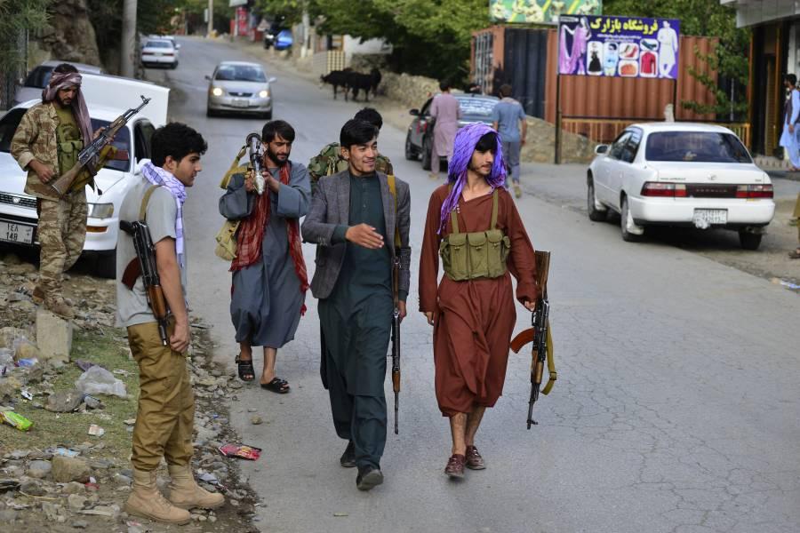 Talibanes disuelven con violencia una protesta en Afganistán